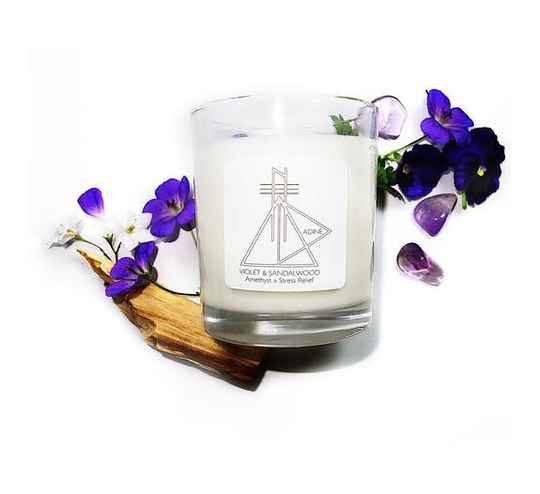 Kaars met edelsteen - Violet and Sandalwood  | Adine Elements