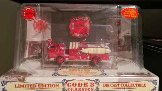 Code 3 Collectibles - Honolulu - Crown Pumper 14 with surfboard