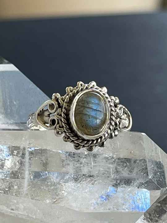 Labradoriet Ring Cabochon ovaal, maat 17,9
