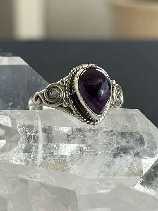 Amethyst Ring Cabochon druppel, maat 17,5