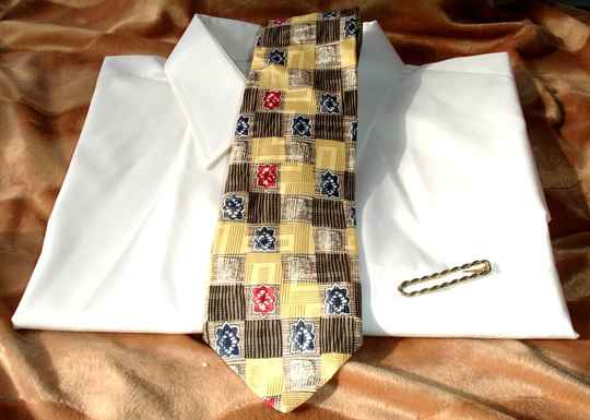 Tom James Vintage Men's Tie In Gold Brown Blue Red Squares And Flowers