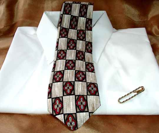 Tom James Vintage Tie In White Tan And Black Squares With Red Flowers
