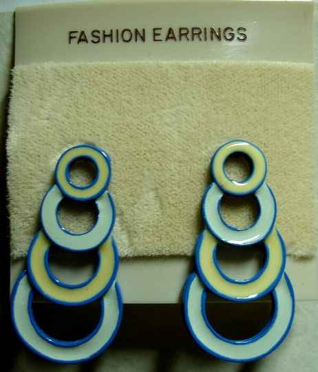 Vintage Pierced Earrings Descending Circles In Light Blue And Cream NOS