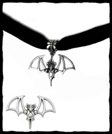 Choker tribal bat