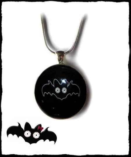 Necklace round large Black Batty
