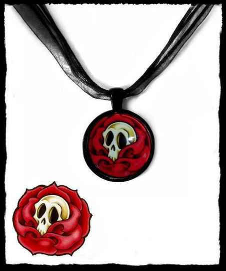 Necklace round Skullrose