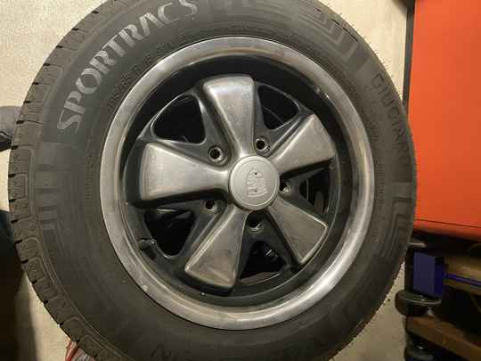 Set Maxilite deep six wheels including tires.