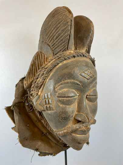 210968 - Tribal used Old African female mask from the Punu - Gabon.