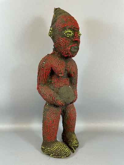210901 - Old African statue from the Bamileke with beads - Cameroon.