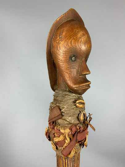 201220 - Old Tribal used African Fang broom with head - Gabon.