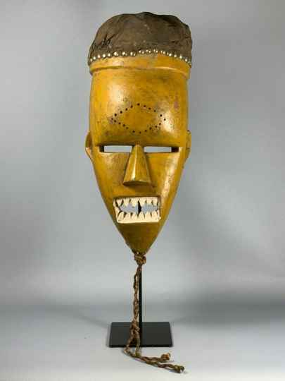 200159 - Old Tribal used African mask from the Salampasu - Congo.