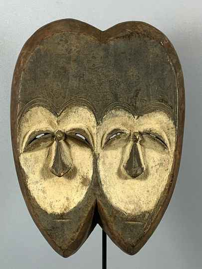 180442 - Old African Tribal used twin mask from the Vuvi - Gabon.