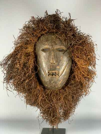200120 - Old & Tribal used African Fang mask with Raffia - Gabon.