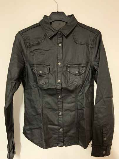 Blouse leather look