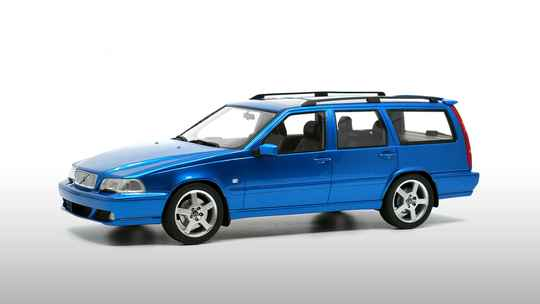 Volvo V70R Laserblue 1:18 DNA