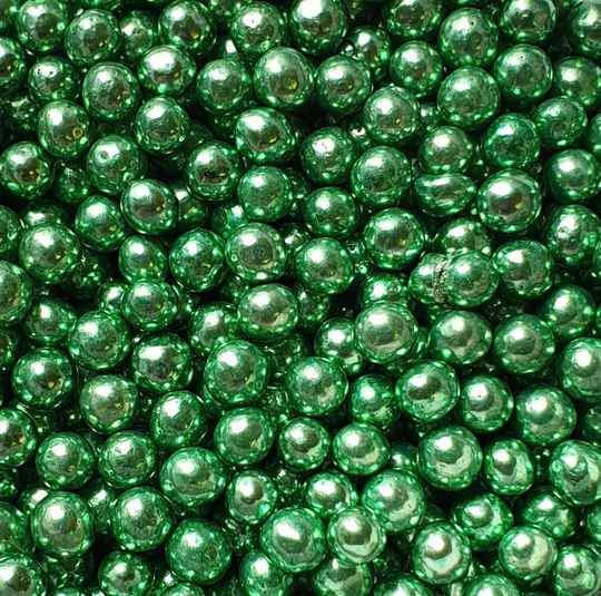 Metallic pearls green