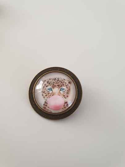 Broche panter met bubble gum